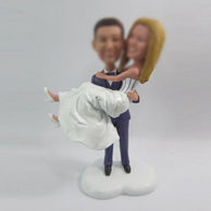 Customzed bobbleheads of wedding cake