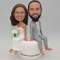 Wedding custom bobbleheads with a bouquet in bride's hand