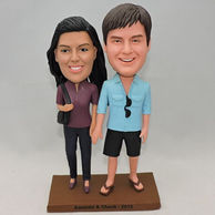 Hand in hand sweet coupld bobblehead with black bag