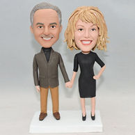 Personlized couple bobbleheads with hand in hand
