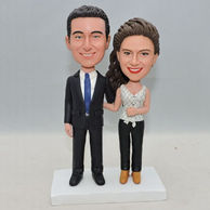 Sweet couple bobblehead with arm in arm