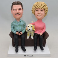 Couple bobbleheads with lovely dog pet in middle